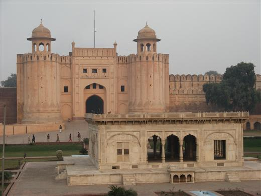 2006 12 30 lahore fort 520x390 - ~* Lahore Pics *~